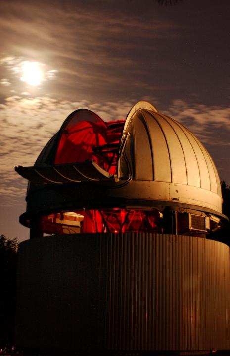 Night view of CHARA telescope.
